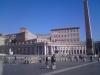 slavné sochy na náměstí ve Vatikánu